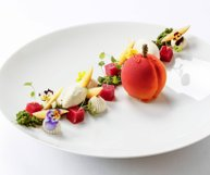 Insta Picture of the week.| Vine Peach, Verbena | By Pastry-Chef @sebastien_quazzola 📸 By @jesshoffman 📍Restaurant/Location: @lejardin_geneve